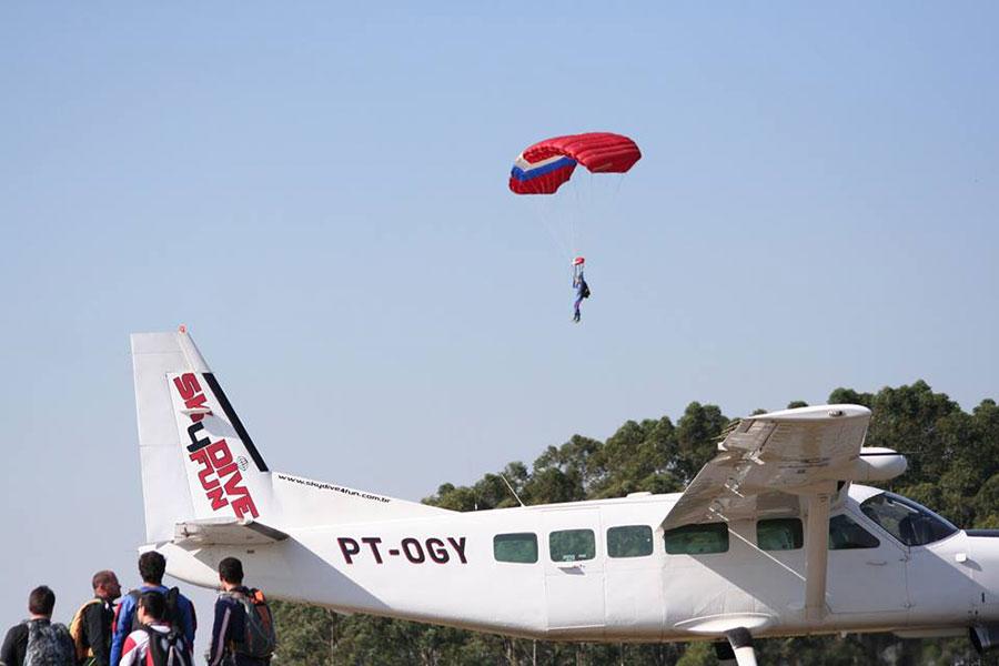 Atmos Paraquedismo Dropzone Image