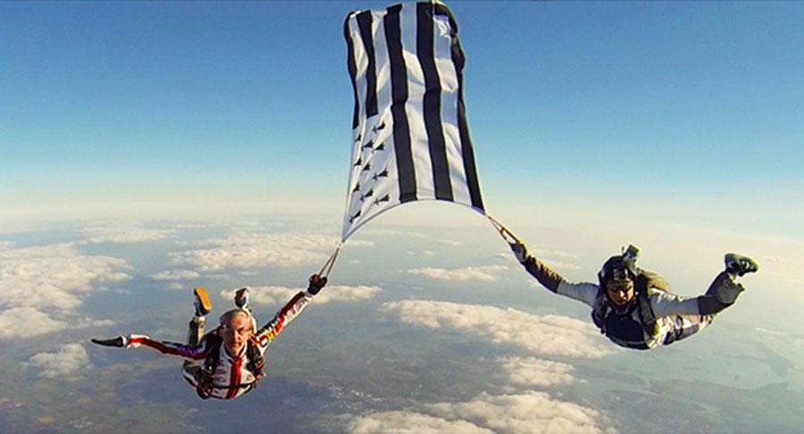 Ecole de Parachutisme de Vannes Bretagne Dropzone Image