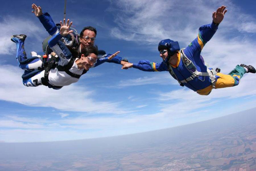 Skydiver's Paraquedismo Profissional Dropzone Image